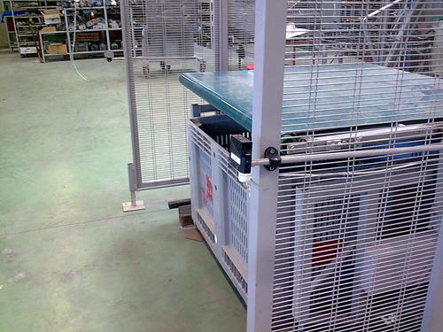 RI30 PALLET-BOX EMPTYER